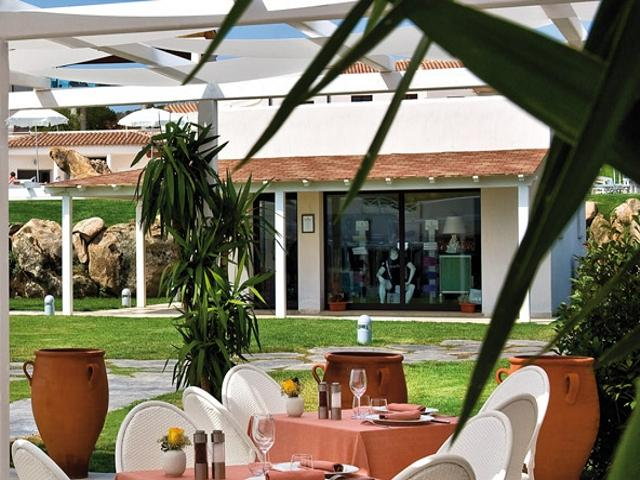resort baia heeft drie restaurants .jpg