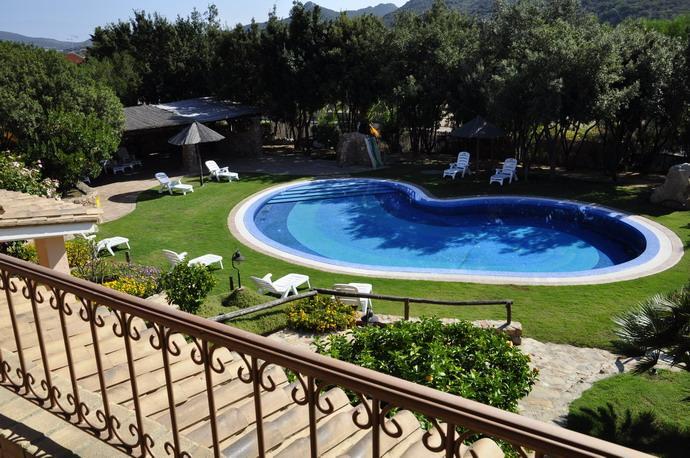 zwembad in hotel su giganti in villasimius - zuid sardinie (4).jpg