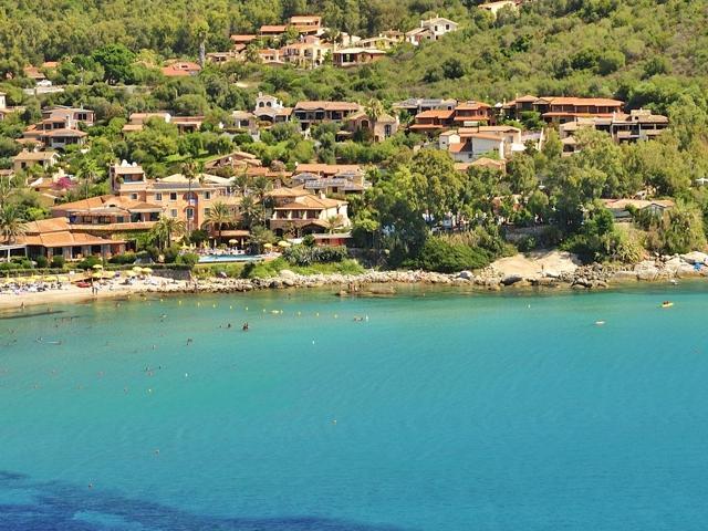 hotel aan zee sardinie - strandhotel la bitta.jpg