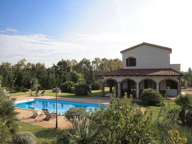 vakantiehuis sardinie - villa ulivo met zwembad - alghero (8).jpg
