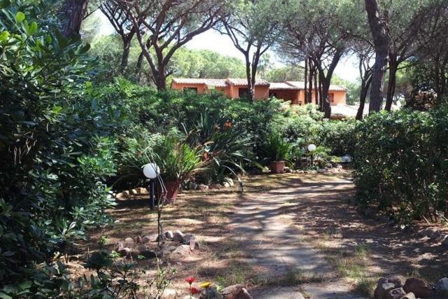 sardinie - vakantie appartementen la pineta aan zee in zuid sardinie (1).jpg