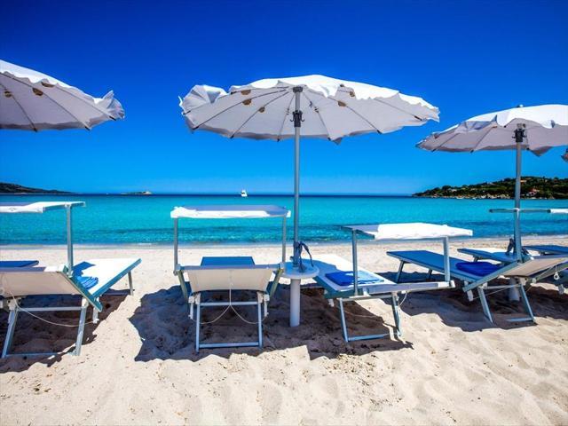 aan een van de mooiste stranden van sardinie ligt het paradise resort.jpg