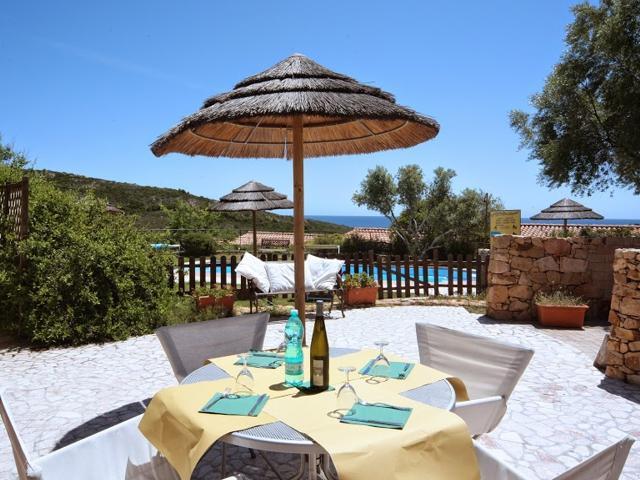 vakantiehuisjes-sardinie-san-teodoro-baia-salinedda (1).jpg