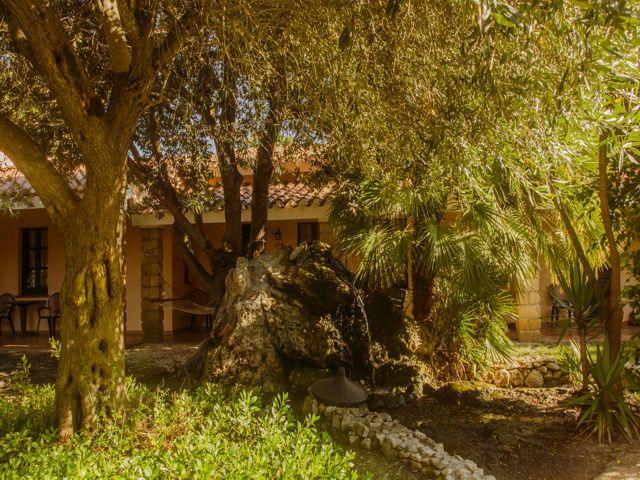 hotel-sardinie-cabras-sardinia4all (2).jpg