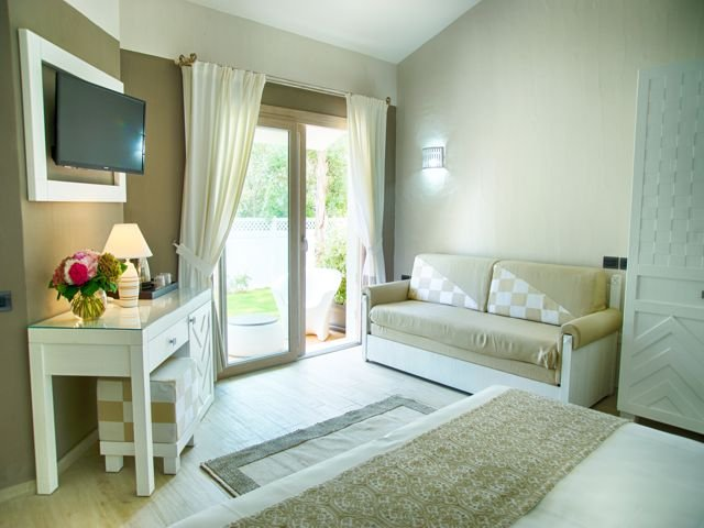 suite-in-boutique-hotel-eliantos-sardinie (4).jpg