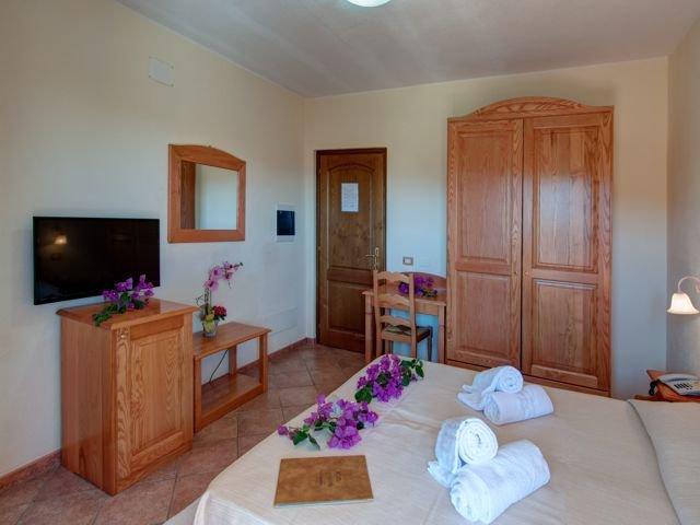 tweepersoonskamer hotel i ginepri - cala gonone (1).jpg