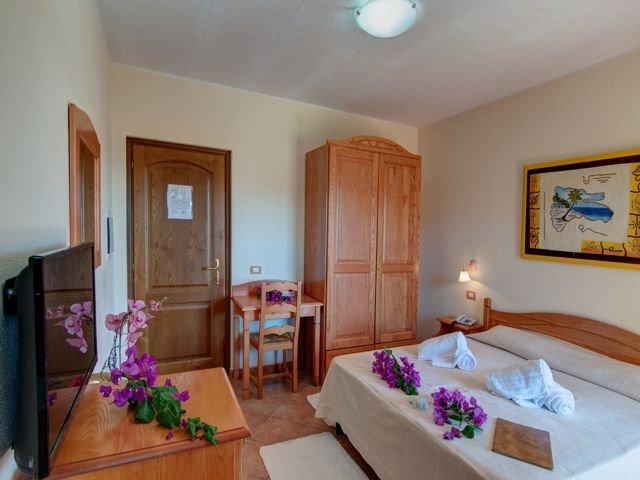 tweepersoonskamer hotel i ginepri - cala gonone (5).jpg