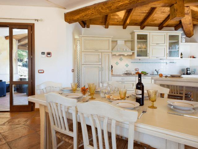 vakantiehuis met zwembad op sardinie - villa capo coda cavallo (14).png