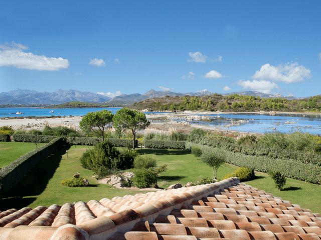 vakantiehuis met zwembad op sardinie - villa capo coda cavallo (6).png