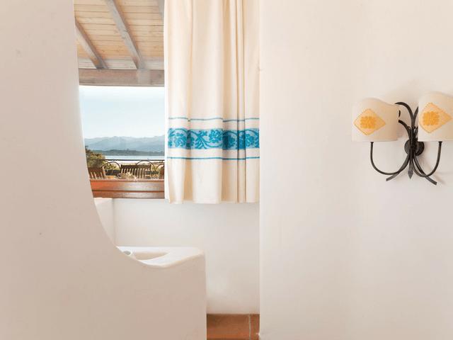 vakantiehuis met zwembad op sardinie - villa capo coda cavallo (41).png