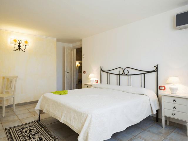 vakantiehuis met zwembad op sardinie - villa capo coda cavallo (43).png