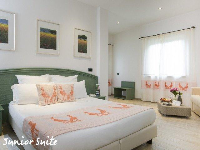 hotel cormoran junior suite 1.jpg