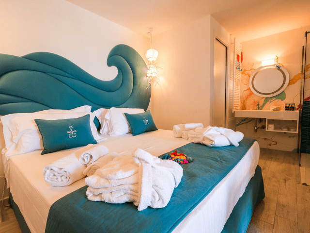 adults only sardinie - geco di giada art suites.png