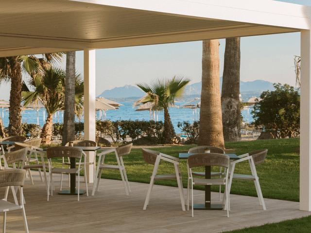 club-hotel-aan-zee-sardinie (2).png