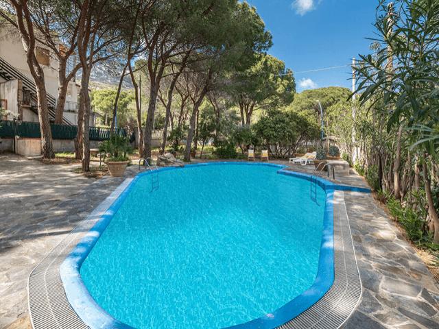 vakantiehuis-met-zwembad-cala-gonone (36).png