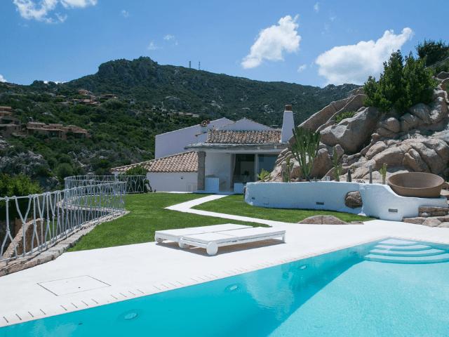 Casa Vacanze Sardegna con piscina: Villa Pantogia con piscina e vista mare