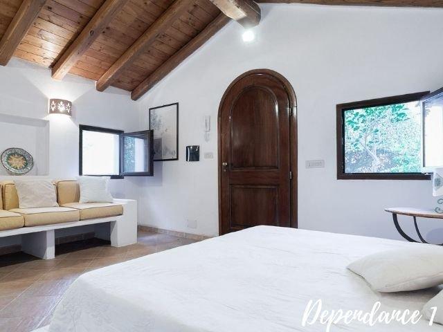 luxe villas sardinie- villa milaggiu - sardinia4all (1).jpg