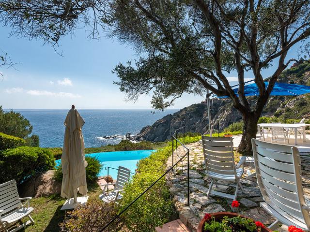 luxe huis sardinie met zeezicht en zwembad (27).png
