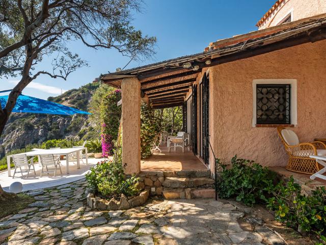 luxe huis sardinie met zeezicht en zwembad (26).png