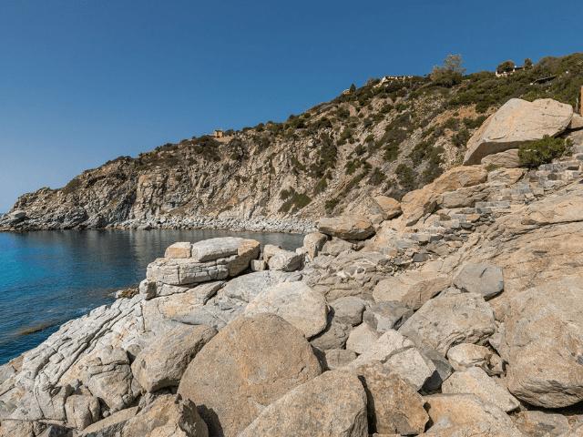 luxe huis sardinie met zeezicht en zwembad (40).png