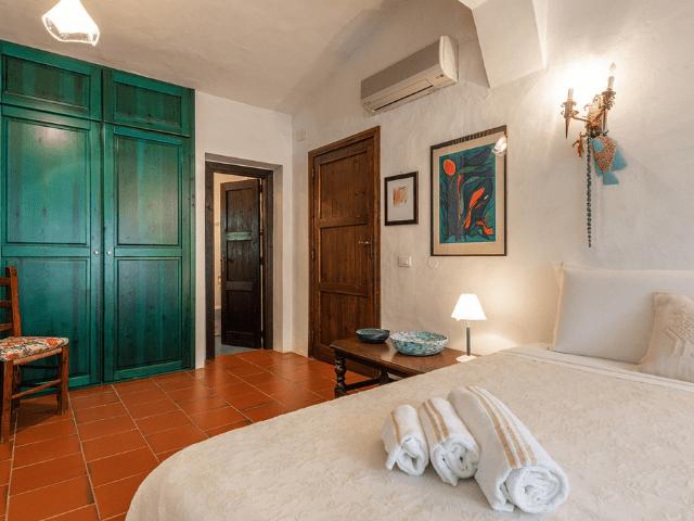 luxe huis sardinie met zeezicht en zwembad (14).png