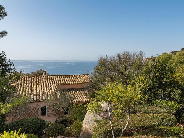 luxe huis sardinie met zeezicht en zwembad (5).png