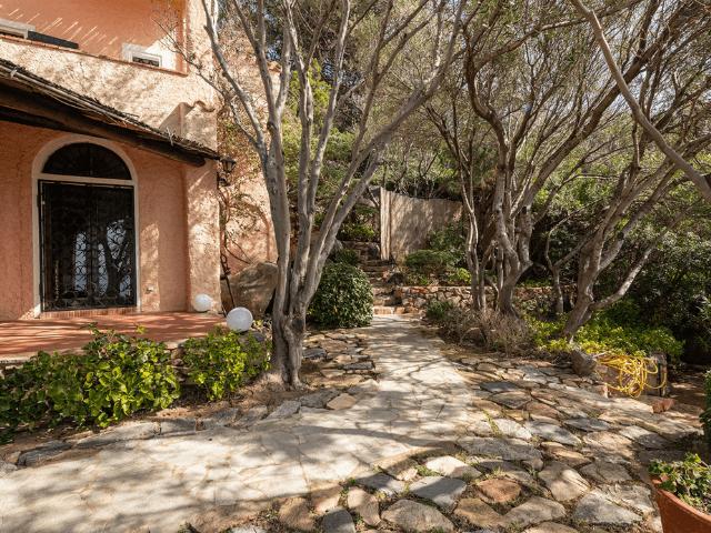 luxe huis sardinie met zeezicht en zwembad (37).png