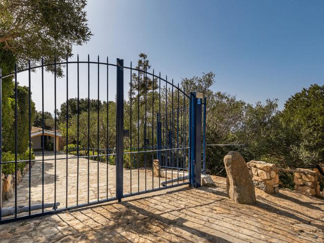 luxe huis sardinie met zeezicht en zwembad (7).png