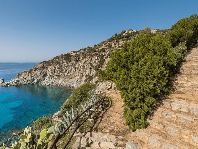 luxe huis sardinie met zeezicht en zwembad (2).png