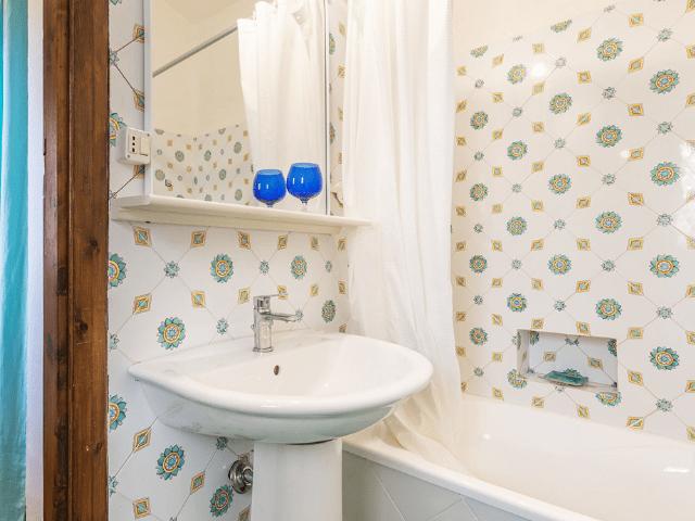 luxe huis sardinie met zeezicht en zwembad (17).png