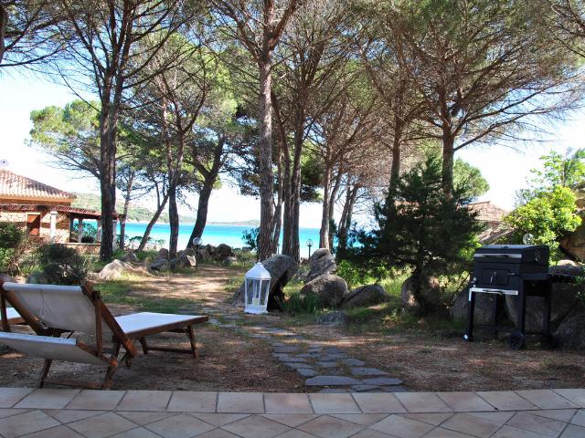 vakantiehuisjes sardinie aan het strand - ville porto taverna (6).png
