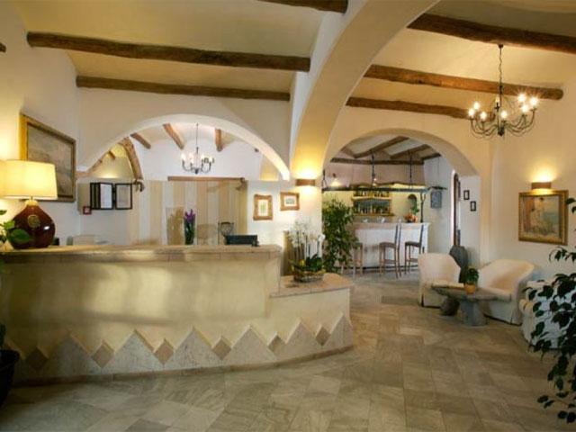 Receptie - Hotel Arathena - San Pantaleo - Sardinië