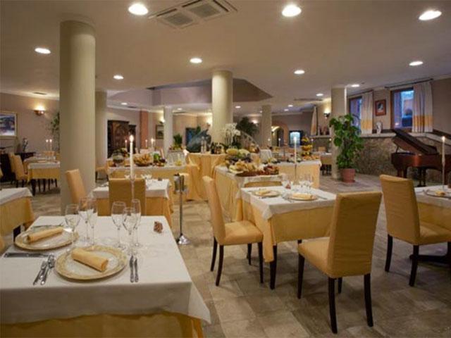 Restaurant - Hotel Arathena - San Pantaleo - Sardinië