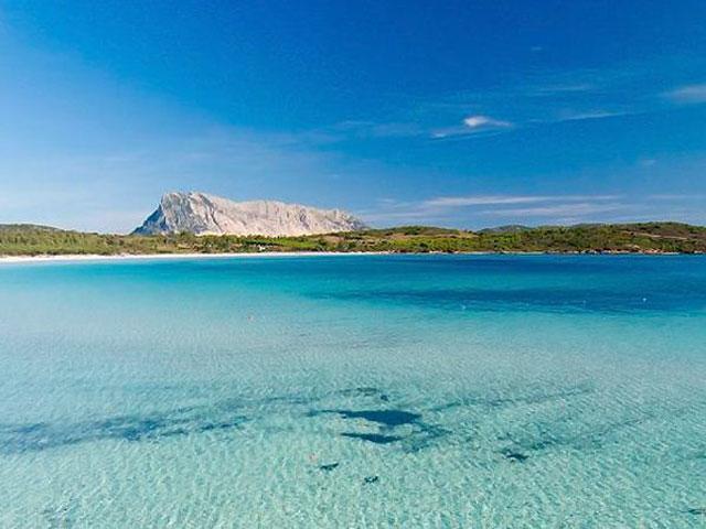 De schitterende zee van het strand Lu Impostu - Sardinie