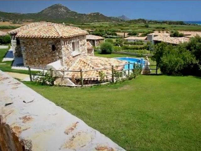 Villa in Villas Resort - Luxe vakantiehuizen met zwembad in Costa Rey - Sardinie (11)