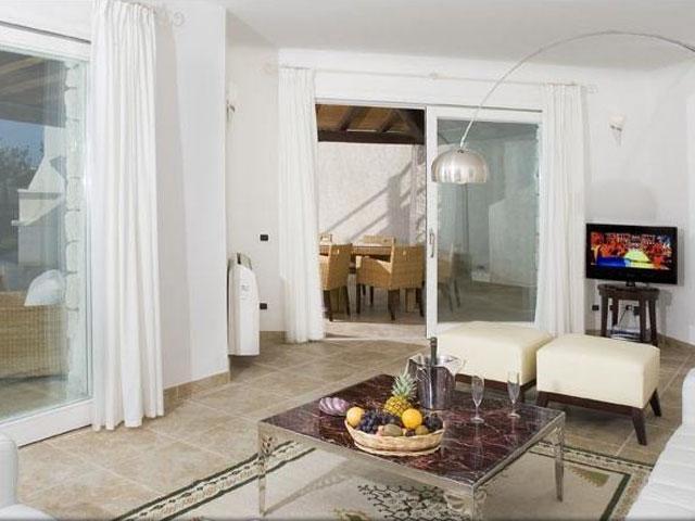Villa in Villas Resort - Luxe vakantiehuizen met zwembad in Costa Rey - Sardinie (5)