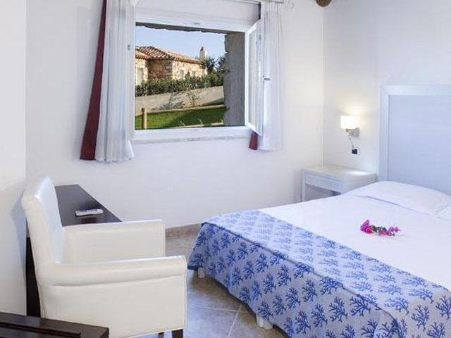 Villa in Villas Resort - Luxe vakantiehuizen met zwembad in Costa Rey - Sardinie (6)
